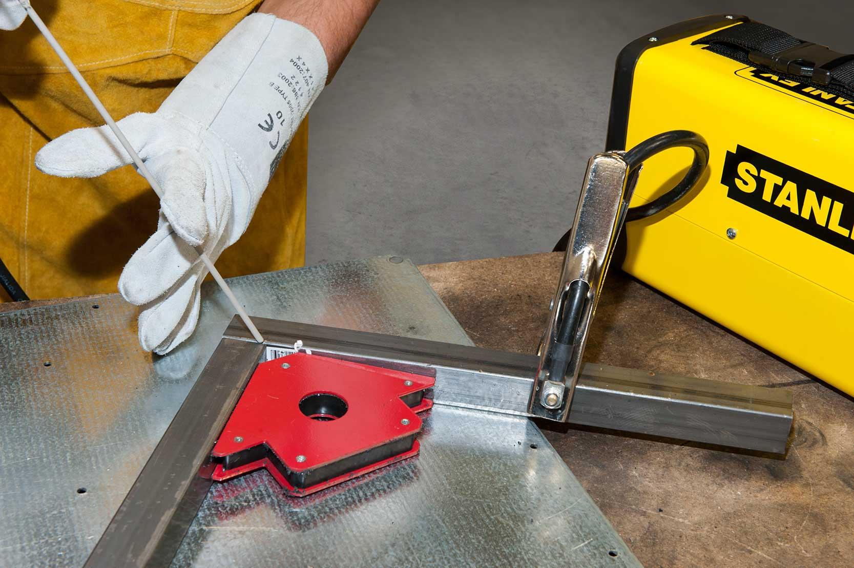 mecafer compresseurs groupes electrogenes outils et accessoires air comprim. Black Bedroom Furniture Sets. Home Design Ideas